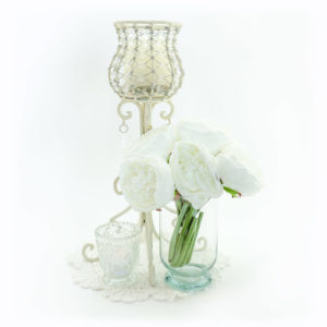 Classic crystal goblet centrepiece.